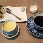 カフェ 結 - 料理写真:コーヒー(350円)、和風モーニング(おにぎり、茶碗蒸し、お漬物、和菓子)