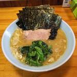 家家家 - 海苔ラーメン700円麺硬め。