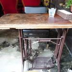 アメニテ ギンザ - 足踏みミシンリメイクテーブル