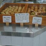 フィール アット イーズ ジュース キッチン - レジ横でこんな風に売ってます。