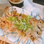 やまちゃん - 肉巻き煮込みえのき串  1本240円