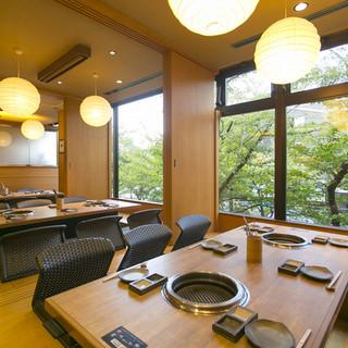 最大24名様までの個室完備!落ち着いた祇園の空間と木の温もり