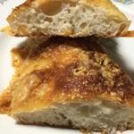 75802734 - チーズたっぷりパリパリチーズの断面