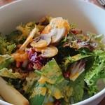 Ristorante Martello - 野菜とフルーツのサラダ。ニンジンドレッシング。