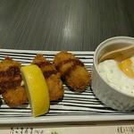 SUSHI BAR THE ƎND -縁戸- - 「半熟卵タルタルの広島カキフライ 780円」