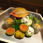 Kokyuu - *「いくらの醤油漬け」「栗の甘露煮」「雲丹ととんぶり」「しめじの白和え」「ほうれん草とエリンギのお浸し」など。