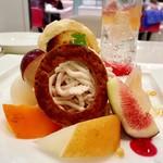 タカノフルーツパーラー - 秋果のプレートデザート@OctoberのO?はサブレ。モンブランクリームの下はパイでした