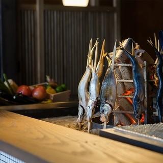 【調理】囲炉裏で焼く魚は、ジューシーでふっくらとした仕上がり