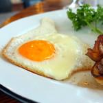 デイアンドナイト - ベーコン・エッグ・トーストモーニング780円