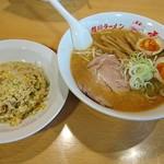 旭川ラーメン雪花亭 - 旭川味噌ラーメン+トッピング煮たまご¥150+ランチサービスのチャーハン(半)¥850  計¥1000