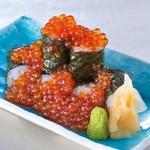 素材屋 - いくら細巻きこぼれ寿司