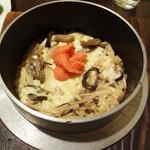 和風創作料理ぼんまり - 4種のきのこチーズ明太釜飯。