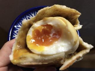 セイロン ティー&ブレッド - とろ〜り半熟卵のカレーパン