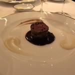 レストラン・アルバス - パテをまとった根室産蝦夷鹿ロースのロースト