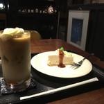 こぐま - ラズベリィ・カフェ=モカ侯爵と木苺のレアチーズをセットで
