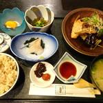 75824506 - ◆鯛とカンパチのあら炊き(950円:税込)