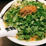 カラシビ味噌らー麺 鬼金棒 - パクチーカラシビ味噌ラーメン @950円 これでもかとパクチーが盛り盛り。スープは増し・増しにしたところ、容赦のない辛さ。
