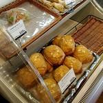 ヴィクトワール - 一番目に付いたパン。入口すぐの場所です。