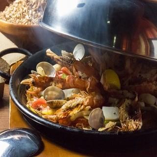 ◆一度食べたらクセになる!赤海老と魚介の燻製パエリア◆