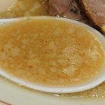 野方ホープ - 野方ホープ 目黒店 のがほ元 「博多のあん」様 リスペクト画像 背脂が浮き豚骨のかほり漂うスープ