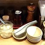 野方ホープ - 野方ホープ 目黒店 卓上調味料類・生絞りニンニク・ピリ辛モヤシ