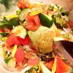 魚沼の恵をあなたへ 八海山バル - アボカドと香味野菜たっぷり