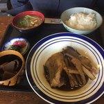75832097 - 2017年11月。煮魚定食950円。イカの煮物の小鉢付き。煮魚はドンコかなー。