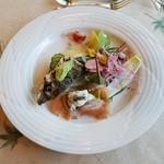 レストラン楓 - 「アマゴと冬瓜の寒天ゼリーのサラダ 絹姫サーモンのとんぶりクリーム添え」