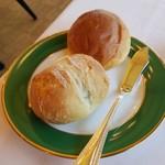 レストラン楓 - パンは百年草にある「ベーカリーバーバラはうす」さんから