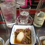 久村の酒場 - 料理写真:焼酎25度炭酸割り、なめこおろし(ショーケースより)
