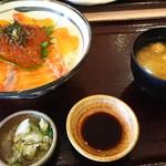食事処かもきみ - 鮭親子丼全体図