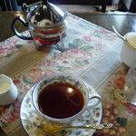 カフェテラスえごの樹 - ホットティーはカップに2杯分