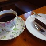カフェベルニーニ - パナマピーベリー+チョコレートケーキ