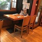 築地日本海 - テーブル席