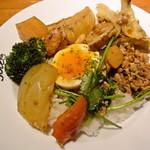 ポトフ料理ジョワ - パクチーのベジカレー (ナンコツ入り鶏ミンチ)の具