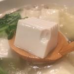 菜々魚々 ちょっとお肉 - 湯葉入りの湯豆腐