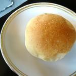 ガーデン・カフェ - ハンバーグに付くパン
