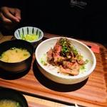 肉炭バル MATOIYA - ローストビーフDON 1000円