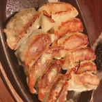 餃子・地鶏・もつ鍋 はかた屋 -