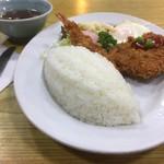 中華料理 しまむら - ご飯はメロン型が基本です