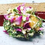 辺銀食堂 - コース料理例(コウシンバラ入り苦菜と柿の白和え)
