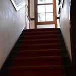 大正浪漫喫茶室 - 階段の上は有料ゾーンのようでした