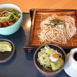 レストラン あっぷるひる - 料理写真:牛バラ丼とお蕎麦