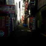75867585 - 休日の神田駅南口、清龍の奥のに500円ランチのノボリを発見