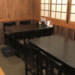 串やき黒田 - テーブル