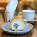 おやつのこぼく - 栗のロールケーキ、カフェオレ