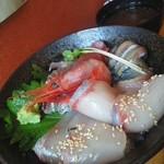 ひびの食堂 - 海鮮丼とあら汁