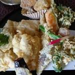 75878533 - 鳥天ぷら二皿目。デザート天ぷらも多いよ。