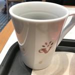 カフェ・ベローチェ - コーヒーが溢れた跡