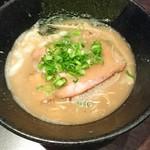 らー麺 鉄山靠 - 醤油とんこつらー麺 こちらはノーマルで。